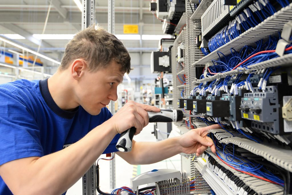 Elektroniker Industriemechaniker m/w/d bei OHM&HÄNER